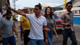 David Almeida foi votar na companhia da filha Fernanda Aryel na manhã deste domingo (Foto: Alice Lima/ATUAL)