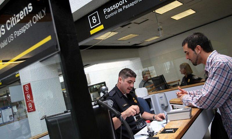 Verificação de passaporte na imigração dos EUA: visto será negado para companheiro gay de diplomata (Foto: Divulgação)