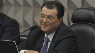 Juiz manda MBL Amazonas remover 'notícia falsa' contra Eduardo Braga