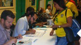 Há 500.727 eleitores brasileiros aptos a votar em 171 localidades eleitorais de 99 países (Foto: Niyi Fote/Folhapress)