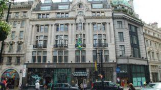 Londres: manifestantes contra e a favor de Bolsonaro se enfrentam