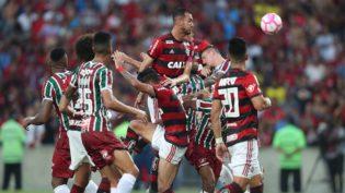 Flamengo faz 3 a 0 no Fluminense, sobe para vice e encosta no Palmeiras