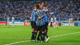 Jogadores do Grêmio em celebração de gol na goleada que garantiu classificação (Foto: Lucas Uebel/Grêmio FBPA)