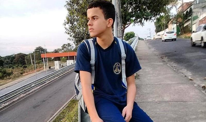 Hering da Silva Oliveira foi morto a tiros na Mini Vila Olímpica do bairro São Raimundo (Foto: Facebook/Reprodução)