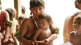 Casos de sarampo entre os ianomâmis está entre a faixa etária 10 a 12 anos (Foto: Marcos Wesley/ISA)