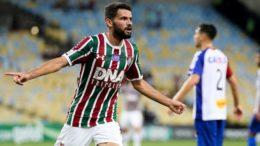Jadson marcou dois gols na goleada do Fluminense sobre o Paraná (Foto: Lucas Merçon/FFC)