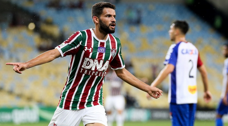 Jadson marcou dois gols na goleada do Fluminense sobre o Paraná (Foto  Lucas  Merçon b1aa23c19e8b5