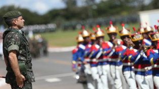 Sucessão do comando das Forças Armadas entra na pauta