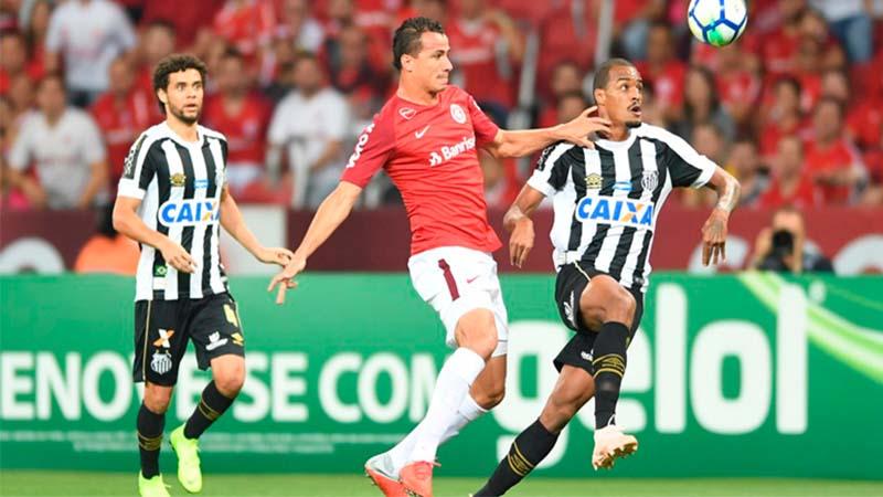 Leandro Damião marcou um dos gols do Inter no empate com o Santos (Foto: Ricardo Duarte/Internacional)