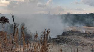 Moradores da zona leste de Manaus reclamam de fumaça liberada por lixão