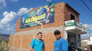 Migração de voto 'Ciro' tem outdoor pró Bolsonaro e apoio ao PT