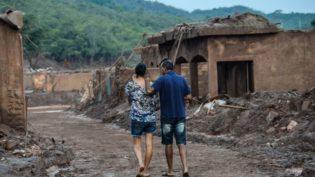 Mineradora ganha tempo para negociar indenizações em Mariana