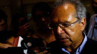 Paulo Guedes quer 'linha-dura' para limitar reajuste salarial dos servidores federais