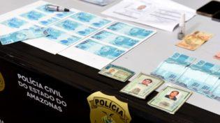 Homens compram R$ 10 em dindin com uma nota falsa de R$ 100 e são presos
