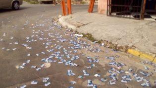 'Santinhos' emporcalham ruas de Manaus. Derrame pode configurar boca de urna