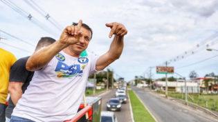 Comandante Moisés, do PSL, disputará segundo turno com Merísio, do PSD
