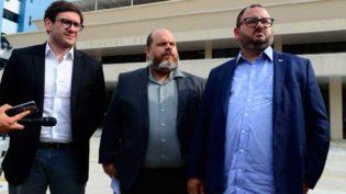 Amazonino apresenta um pedido de investigação e uma representação por compra de votos contra Wilson Lima