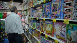 Roupas e calçados (38%), bonecas (37%), aviões e carrinhos de brinquedo (21%) lideram as intenções (Foto: ABr/Agência Brasil)