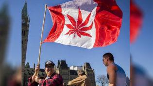 Com filas e festa, começa venda de maconha recreativa no Canadá