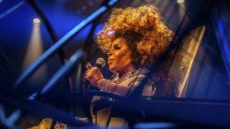 Cantora Elza Soares em apresentação