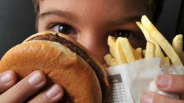 Consumo alimentos industrializados é maior entre os meninos (Foto: Marcello Casal Jr./Agência Brasil)