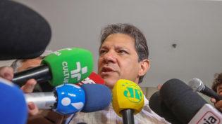 Haddad entra com ação contra Bolsonaro por abuso de poder econômico