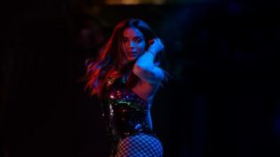 Anitta recebe prêmio no EMA e anuncia EP com música de Pharrell Williams
