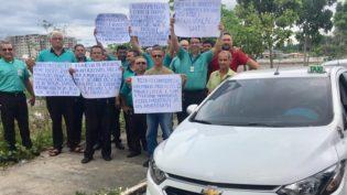 Taxistas cobram regulamentação de aplicativos de transporte