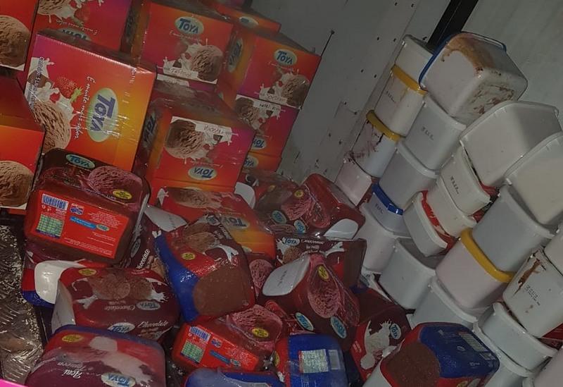 Sorvete estava em embalagens mal armazenadas e com prazo de validade vencida (Foto: Visa Manaus/Divulgação)