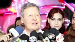 Arthur Virgílio Neto anunciou antecipação do 13º salários dos servidores da prefeitura (Foto: Mario Oliveira/Semcom)