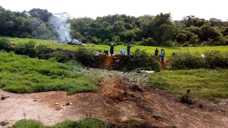Avião explodiu ao bater uma das asas no chão, segundo o Corpo de Bombeiros (Foto: Samu/Divulgação)