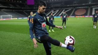 Contra Camarões e com nova formação titular, Brasil busca melhor futebol