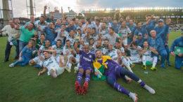 Jogadores e comissão técnica do Palmeiras comemoram o título do Brasileirão 2018 (Foto: Ide Gomes/FramePhoto/Folhapress)