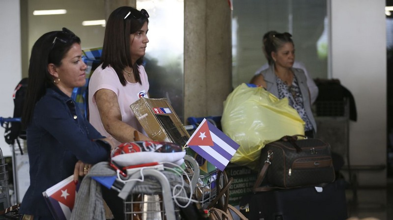 Médicas cubanas deixam o Brasil chamadas de volta pelo governo de Cuba (Foto: Valter Campanato/ABr)