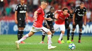 'Em campo, não tem grana', diz técnico do Inter sobre Fla e Palmeiras