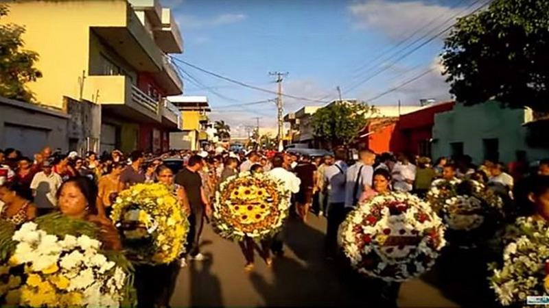 Cerimônia de sepultamento do radialista Israel Gonçalves da Silva, morto em Lagoa de Itaenga-PE (Foto: Artigo 19/Reprodução)