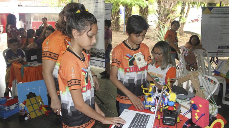 Estudantes Manaus Concurso de Robótica