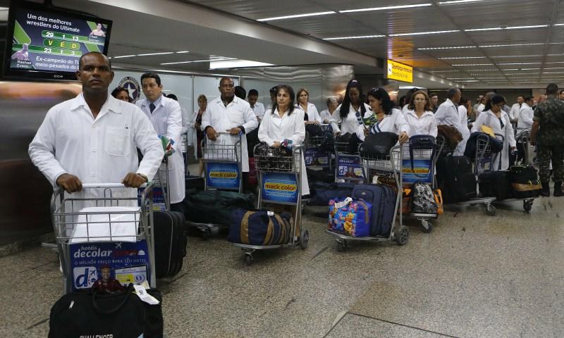 Médicos cubanos do Mais Médicos chegam ao Brasil 2013