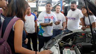 Senai oferece curso para mulheres sobre mecânica de automóveis