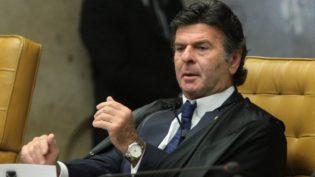 Salário de R$ 39 mil a magistrados é aceitável, mas auxílio-moradia é imoral