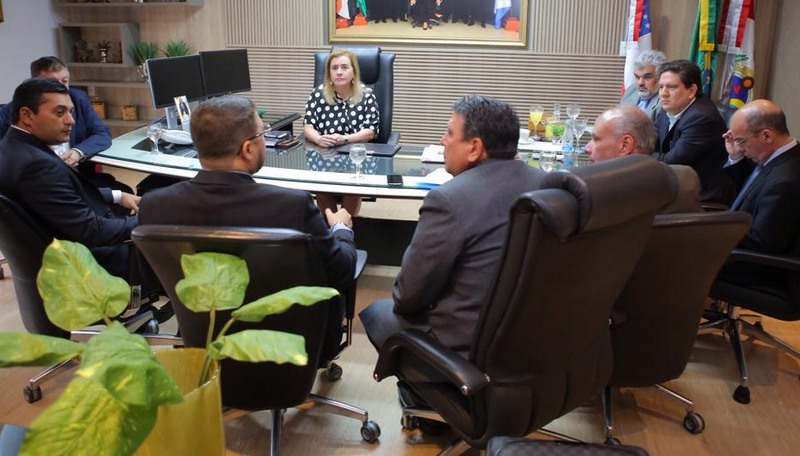 Wilson Lima (segundo da esquerda para a direita) foi recebido por Yara Lins e conselheiros do TCE (Foto: TCE/Divulgação)