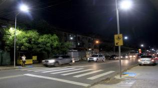 Prefeitura instala faixas de pedestres iluminadas com lâmpadas de LED