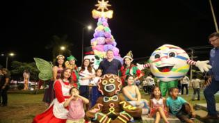 Inauguração da maior árvore do 'Natal do Abraço' abre o mês de dezembro