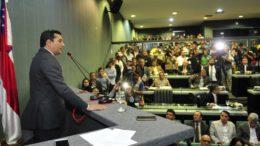 Governador eleito Wilson Lima discursou na tribuna da ALE em visita de cortesia, nesta terça (Foto: Alberto Cesar Araújo/ALE-AM)