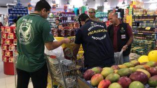 Polícia prende empresário e apreende uma tonelada de alimentos em Manaus