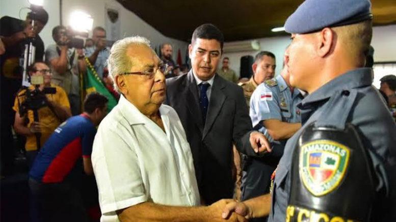 Governador Amazonino Mendes assinou as últimas promoções na Polícia Militar a uma semana antes de deixar o governo (Foto: Secom/Divulgação)