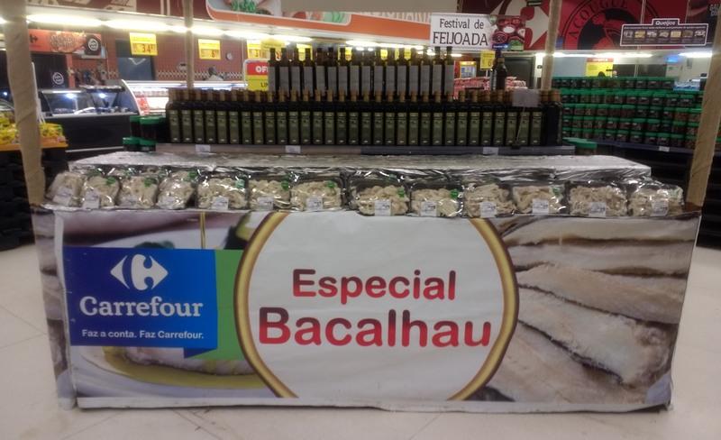 Procon apreendeu bacalhau por não obedecer exigências de armazenamento (Foto: Procon-AM/Divulgação)
