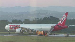 Pouso de emergência de avião da Latam fecha aeroporto de Confins MG)