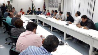 Carlos Almeida diz que governo não pagou por remédios e gerou desabastecimento