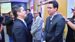 David Almeida homenageia procurador do Trabalho com Medalha do Mérito Legislativo
